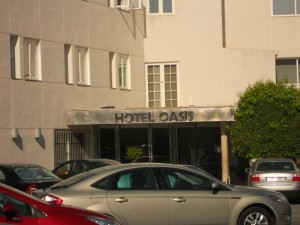 Please enter - Hotel Oasis - Car Parking is free !