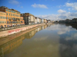 The river Arno flows through Pisa
